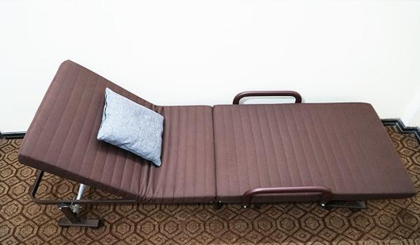 giường y tế dạng gấp trên thị trường